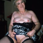 mature-salope-s-exhibe